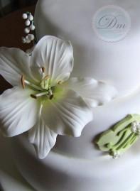 White Lilium Cake